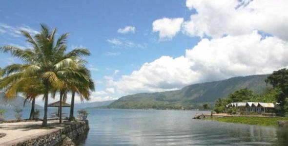 Pulau Samosir, Pesona Alam Tengah Danau