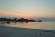Pemandangan Sunset Pantai Tanjung Tinggi Belitung