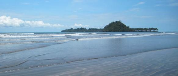Pantai Air Manis Sumatera Barat