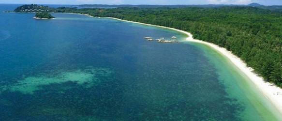 Pantai di Pulau Bintan, Sumatera