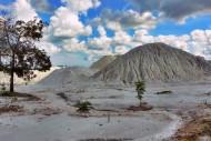 timbunan danau kaolin bangka belitung